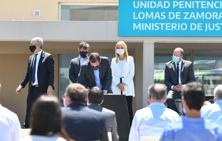 Escobar y la provincia firmaron convenios para la construcción de la primera alcaidía del distrito