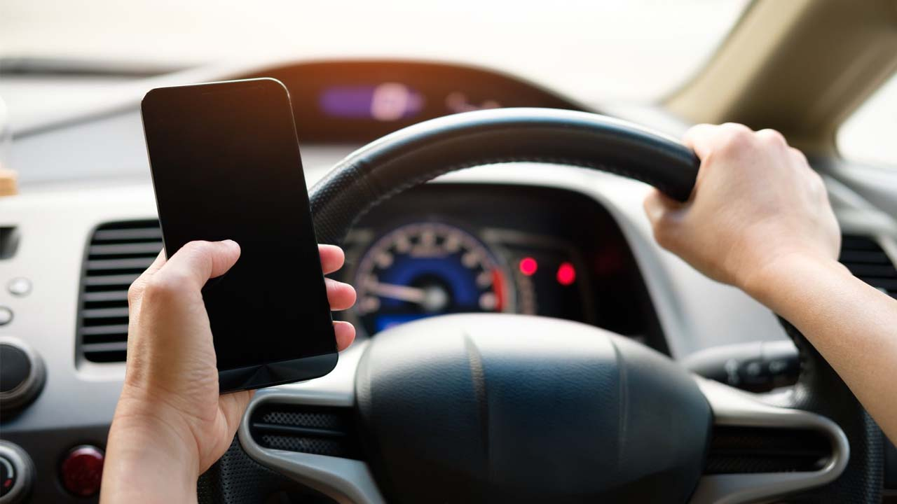 Se cuadriplicó el número de conductores que manejan hablando por celular
