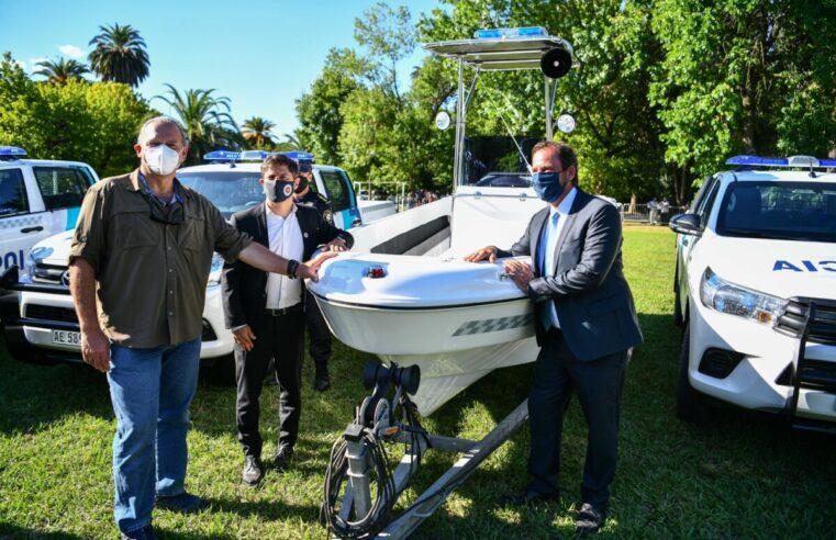 Kicillof, Berni y Sujarchuk entregaron nuevos patrulleros para Escobar