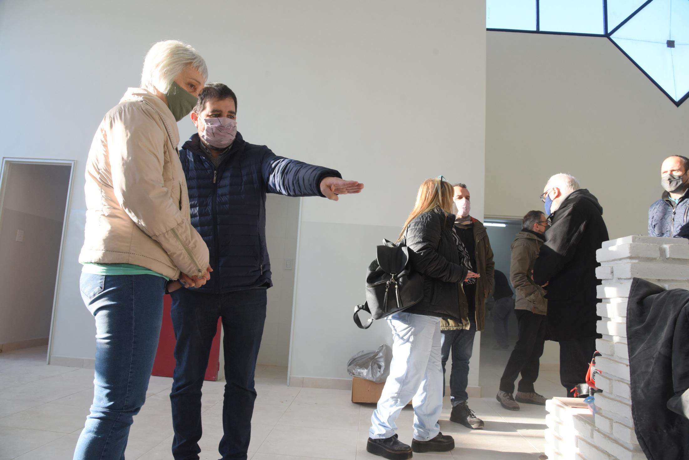 Moreira visitó las obras de remodelación integral del Centro de Salud de Villa Maipú