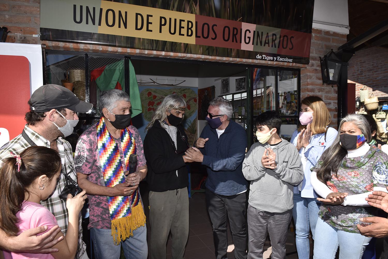 Puerto de Frutos: Julio y Gisela Zamora inauguraron nuevo local comercial de la Unión de Pueblos Originarios de Tigre y Escobar