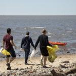 Un centenar de vecinos se volvieron a juntar para limpiar la costa de San Isidro